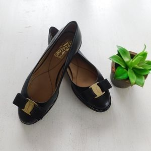 SALVATORE FERRAGAMO ~ 5.5B Black Leather Flats Bow